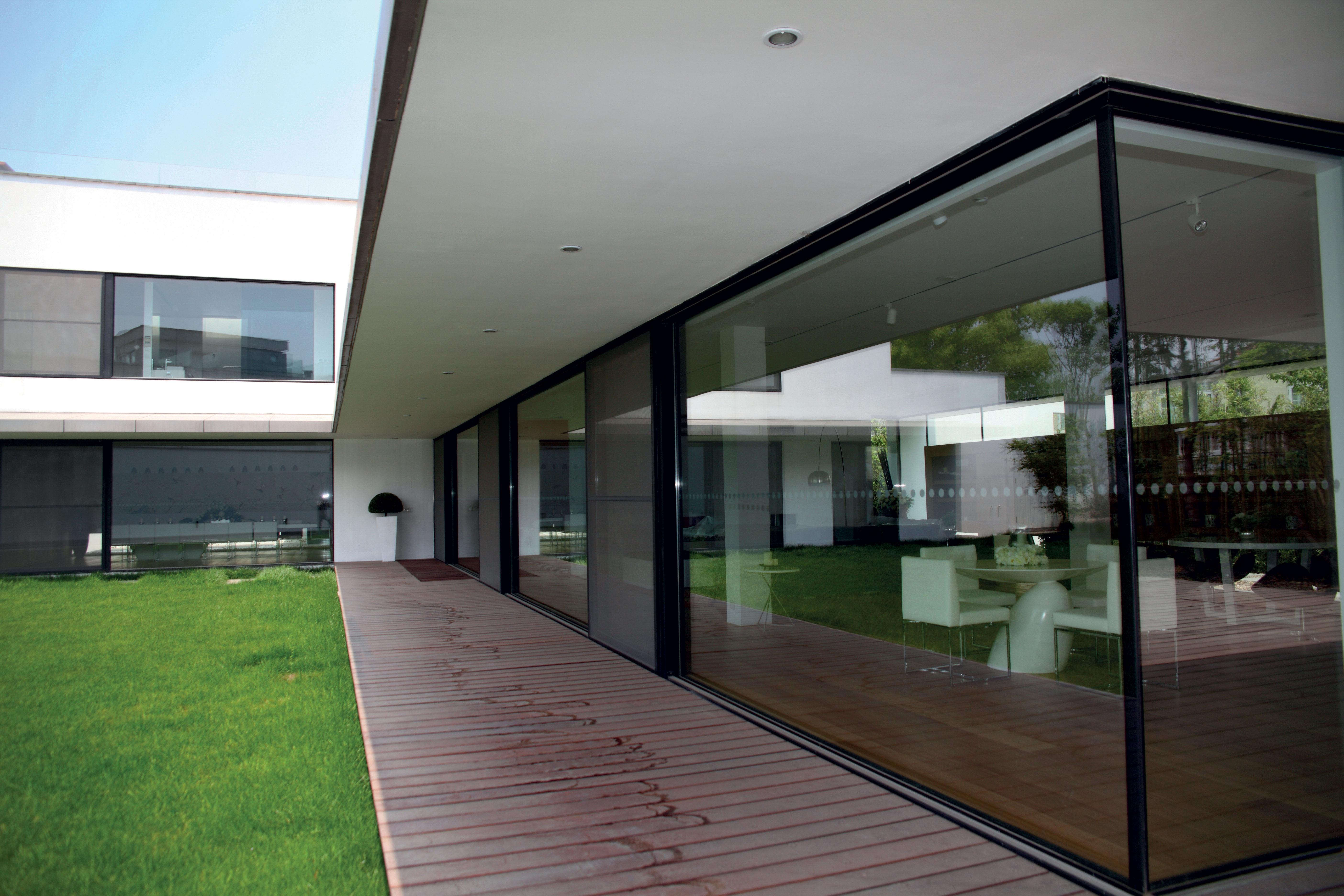 Large-aluminium-windows-bring-tranquil-garden-views-into-this-Shanghai-villa