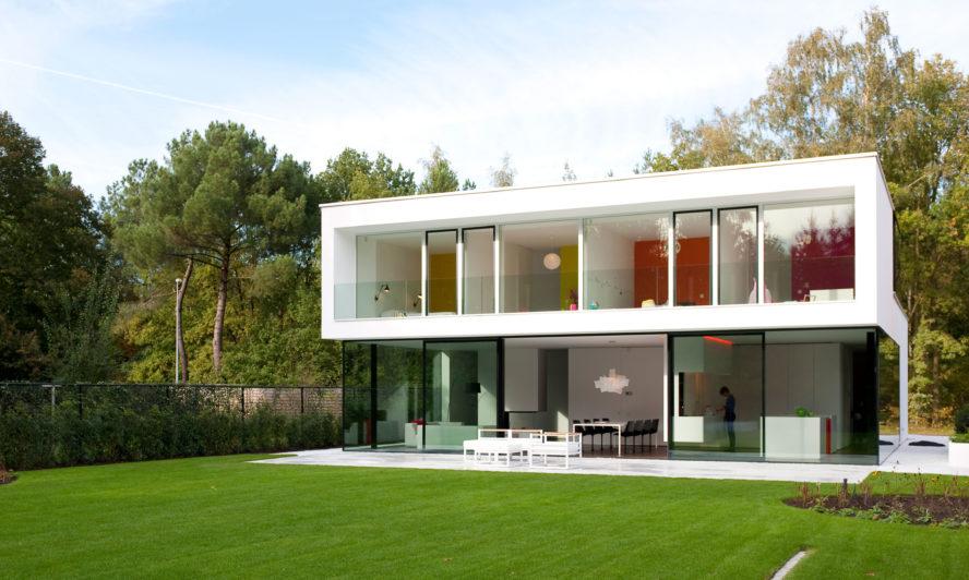 Aluminium doors transforms this Belgian home into heaven