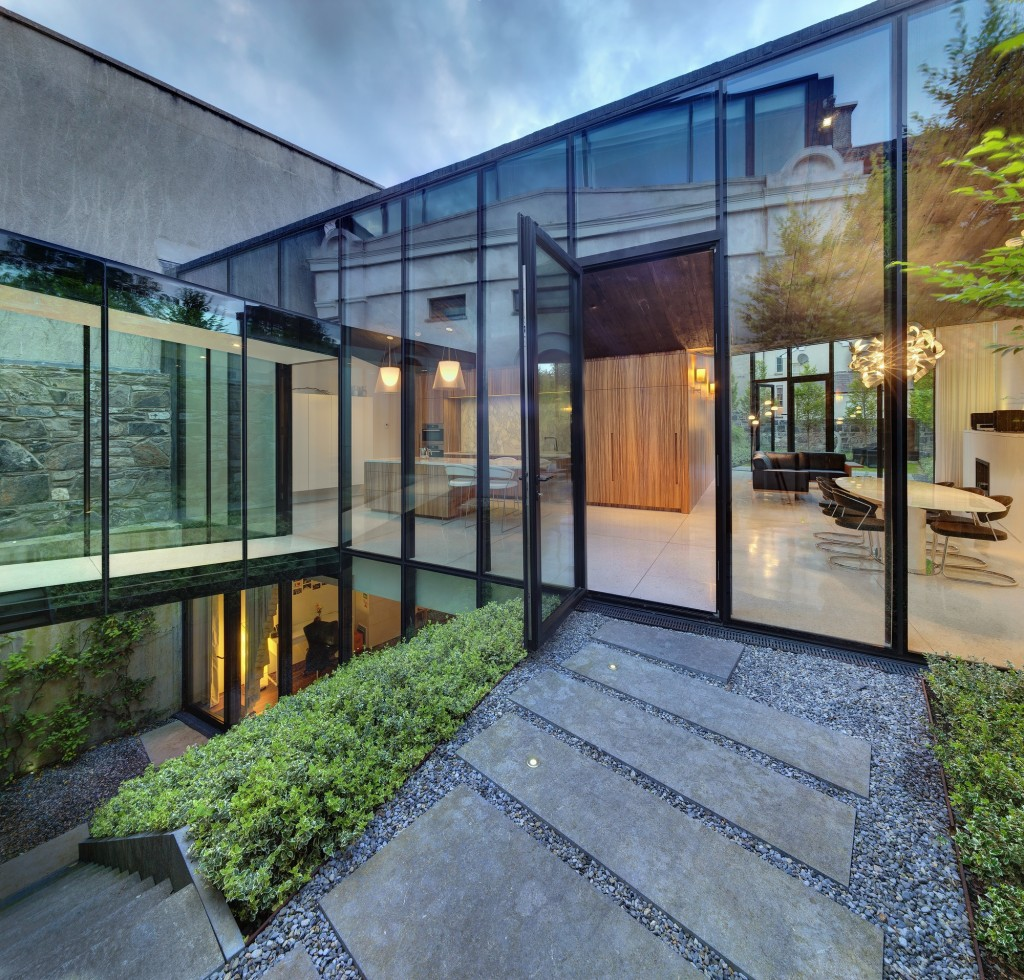 Aluminium curtain walling can link to outbuildings