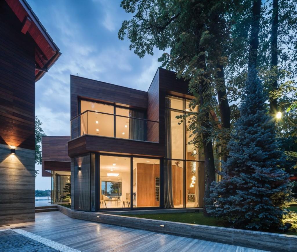Vast aluminium window systems let light pour into this lakeside villa