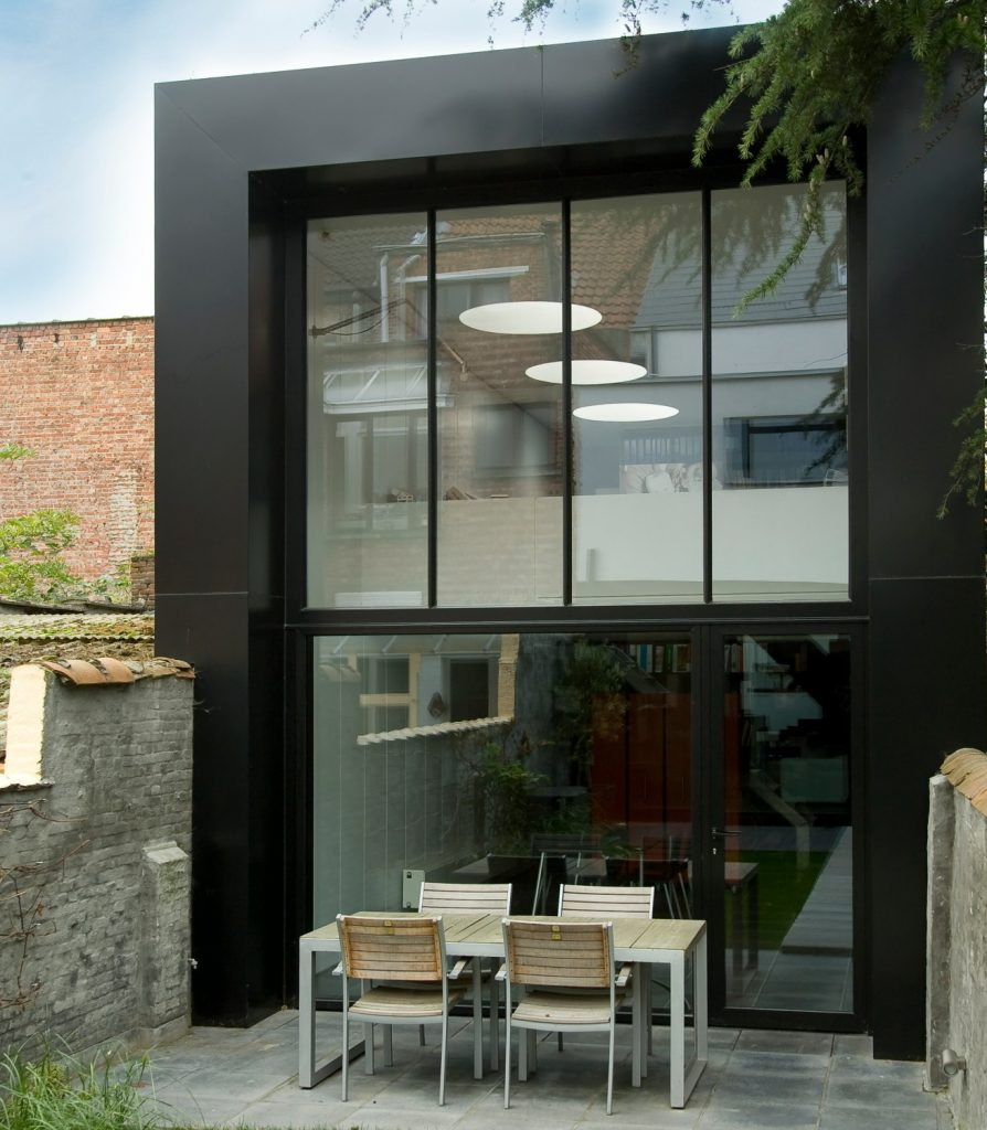 Aluminium window systems in a compact space