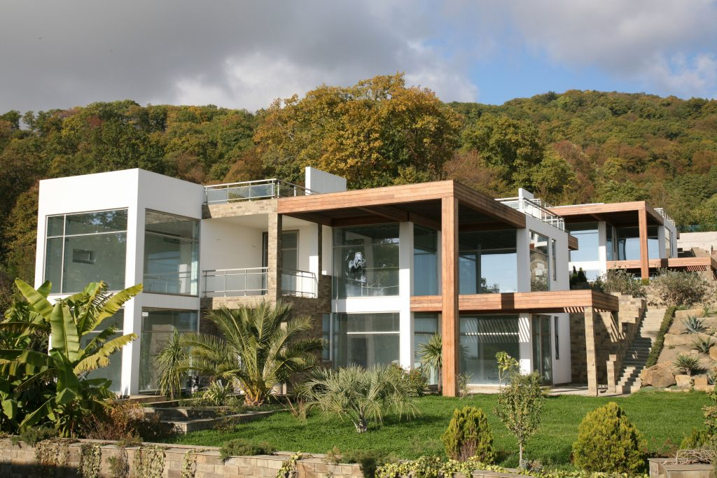 Maximise a hillside building location with sliding folding doors